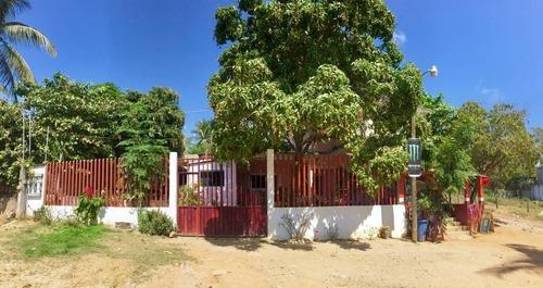 Casa En Venta En Playa Tamarindos, Puerto Escondido, Oaxaca.