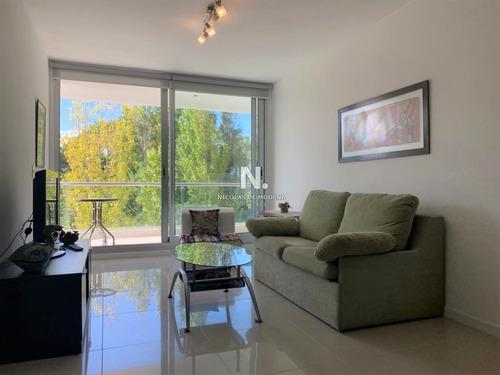 Moderno Apartamento De Dos Dormitorios En Venta - Punta Del Este-ref:4084