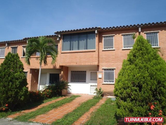 Gina Briceño Vende Townhouses En
