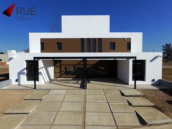 Casa En Venta De 3 Dormitorios En La Calandria. Zona Sur. Con Renta.