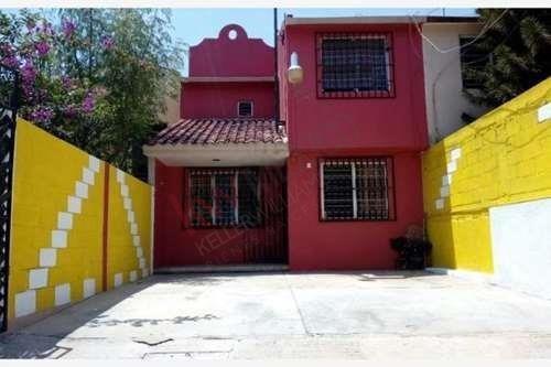 Venta De Casa 2 Pisos En Castillo Tielmans Excelente Ubicacion Y Amplia