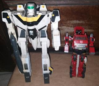 Lot Transformers Bandai 1984 + Caminhão Bombeiro Hasbro 1982