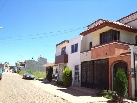 Casa Habitación En Venta, Fracc. Américas En Arandas, Jal.