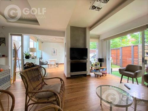 Vendo Hermosa  Casa En Propiedad Horizontal, 3 Dormitorios , Playroom, Parrillero,  Cochera Puerto Buceo