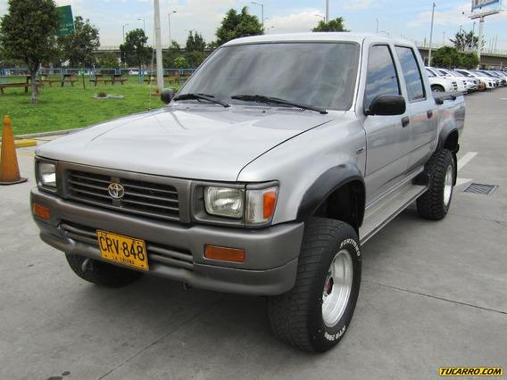 Toyota Hilux Mt 2400 4x4