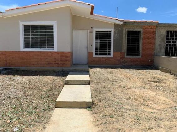 Casa En Venta Este De Barquisimeto #20-3270 As