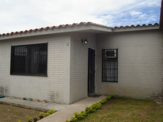 Amplia Casa 199m2 Villas Del Centro Urb. Cerrada