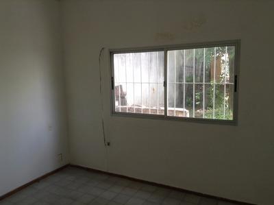 Inmobiliaria Vende Casa De Dos Dormitorios Y Un Baño