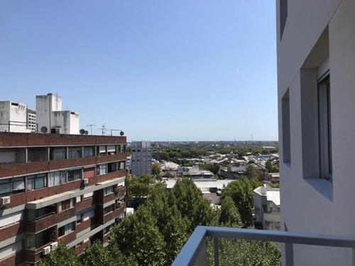 Apartamento 3 Dormitorios ,sobre Principal Avenida