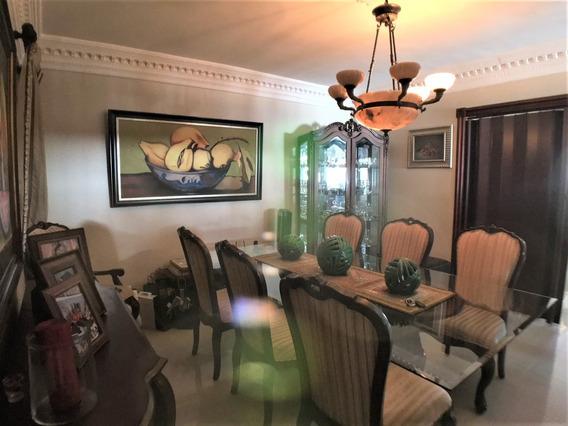 Apartamento En Renacimiento Grande De 3 Habitaciones Bonito