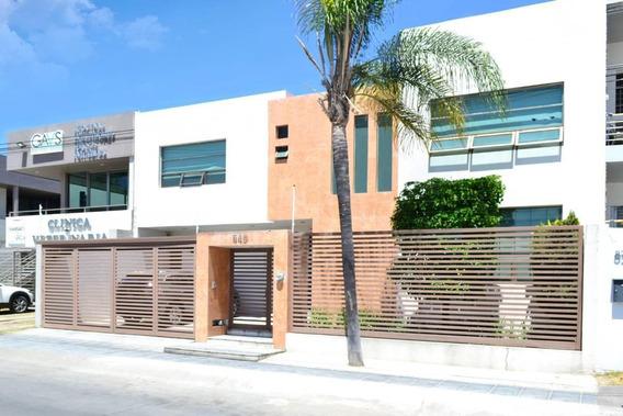 Hermosa Residencia En Excelente Ubicación Para Uso Comercial O Habitación.