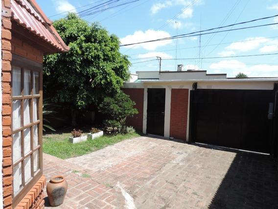 Casa En Venta De 3 Dormitorios Con Cochera En La Plata, Villa Elvira