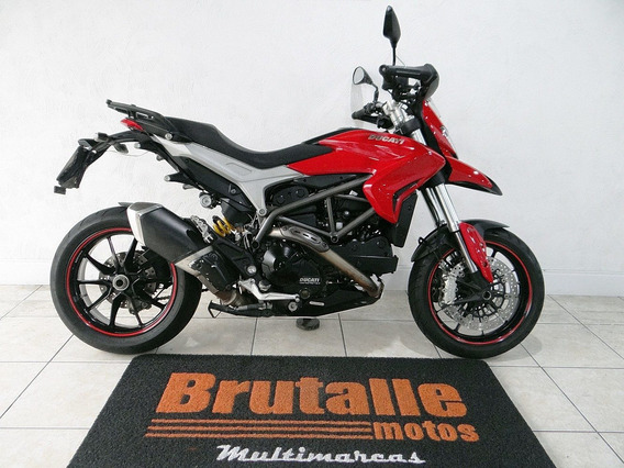 Ducati Hyperstrada 821 Vermelha