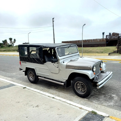 Imagen 1 de 14 de Jeep Ika Largo 4x4