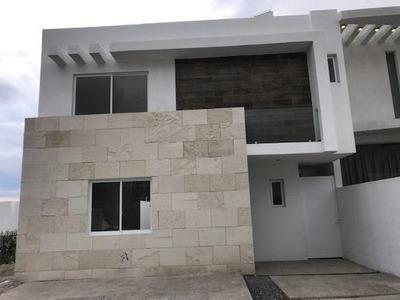 Excelente Casa En Renta De 4 Recamaras En Grand Juriquilla !!