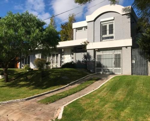 Muy Linda Casa En El Golf - Ref: 2249