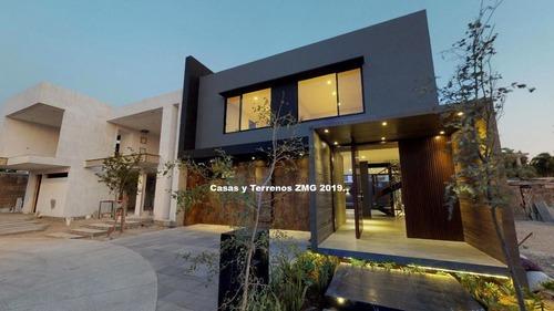 Residencia De Super Lujo En El Bajio Habitat Con Sala De Cine Y Alberca