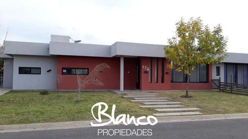 Imagen 1 de 11 de Hermosa Casa, Estilo Racionalista, En Una Planta Dentro Del Barrio San Gabriel - Villanueva