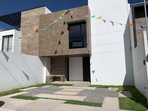 Casa Sola En Venta Col. Valle De San Javier