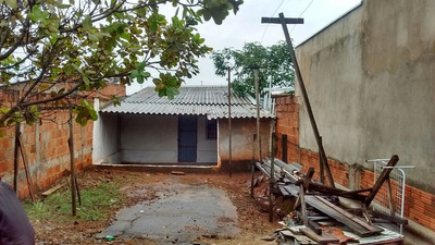 Casa De 3 Comodos E Um Banheiro