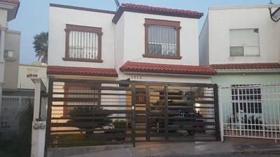 Excelente Casa En Fraccionamiento Privado, 4 Recamaras, Una En Planta Baja, 3 Baños Completos, Estan