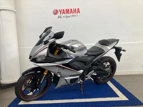 Yamaha R3 Prata