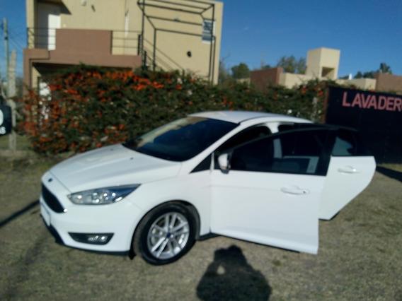 Ford Focus Motor 1.6 2016 Blanco 5 Puertas, Excelente Estado