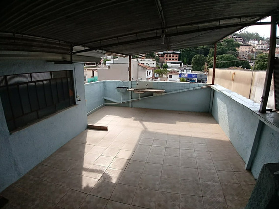 Vende-se Casa De 2 Andares, Centro, Três Rios - Aceita Caixa