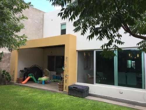 Casa En Venta En Frac Residencial Las Privanzas