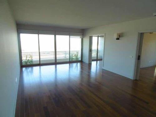 Apartamento De Categoría Sobre Rambla - Id 1045