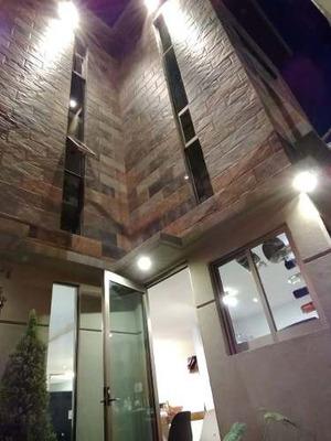Casa Recién Re-modelada En Venta
