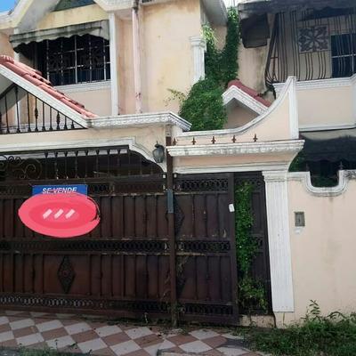Casa De Dos Niveles En Venta En El Ensanche Isabelita