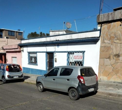 Venta Casa 2 Dormitorios Y Altillo En Zona De Antel Arena
