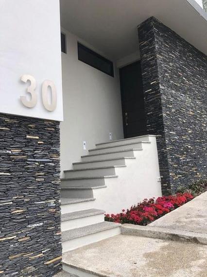 Casa En Venta En Privanzas En Zona Valle En Colonia Privada (ggp)