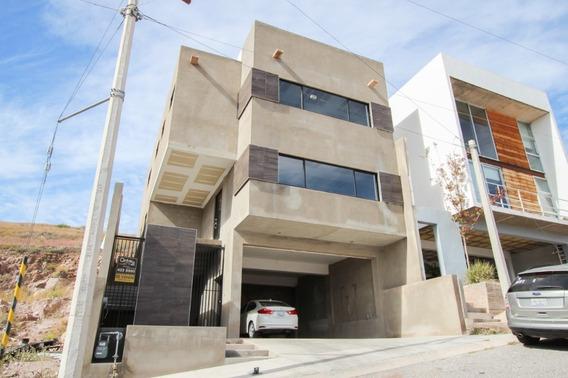 Residencia Nueva En Fraccionamiento Privado, Con Vista Muy Hermosa Construida Con Materiales De La M