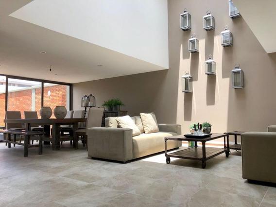Hermosa Casa Con 300 M2 De Terreno Y Amplio Jardín