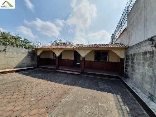Casa De Un Nivel Con Amplio Terreno En Col. Chalchihuecan