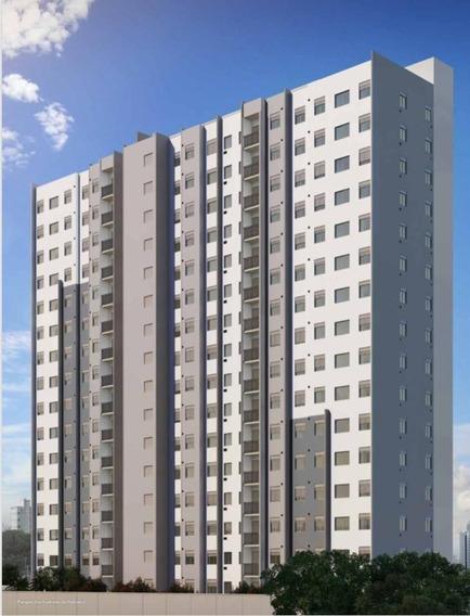 Apartamento De 01 E 02 Dormitórios, Com Varanda.