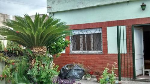 Casa Con Amplio Lote. Quilmes. Apta Crédito