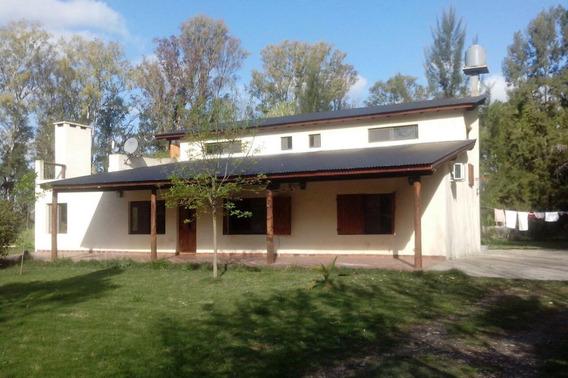 Casa 4 Dormitorios , 3 Baños Y Pileta En Lote De 57 X 50 - Barrio Las Golondrinas