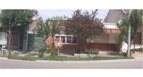 Casa Con Departamento En B° Villa Farrel