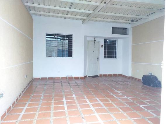Bella Casa En Venta En Barquisimeto #20-6096