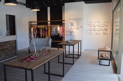 Vendo Interior Tienda Calzado De Mujer- Ropa Y Accesorios