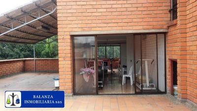 Excelente Edificio Cerca Al Parque Lleras**