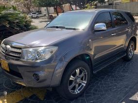 Camioneta Toyota Fortuner Gris Modelo 2011 Excelente Estado