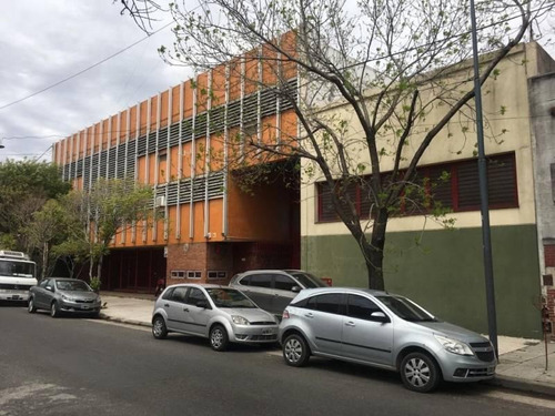 Imagen 1 de 6 de Deposito Con Oficinas - C.a.b.a. - Excelente Estado - Apto Laboratorio
