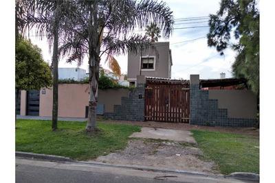 Casa En Venta De Cuatro Dormitorios. La Plata