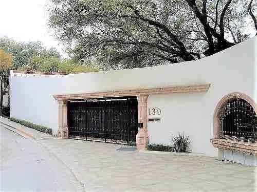 Preciosa Casa En Venta En Valle De San Ángel - San Pedro Garza García