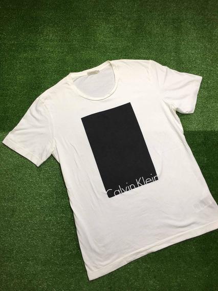 Remera Calvin Klein Tel Block-print