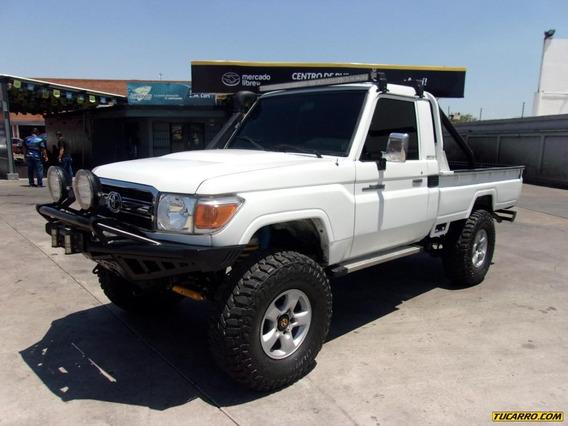 Toyota Macho Pick-up Hembrita 4x4